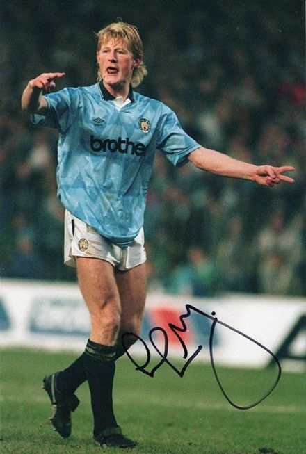 Colin Hendry, Manchester City & Scotland, signed 12x8 inch photo.